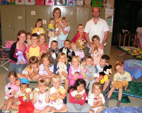 2007-06-24-kleuters-slapen-op-school-sint-pieters-leeuw.jpg