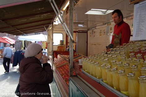 2008-03-14_sint-pieters-leeuw_wekelijkse-markt_3.jpg