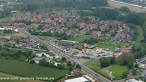 luchtfoto wijk de Witte Roos in Sint-Pieters-Leeuw