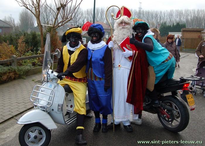 2008-12-06-sinterklaas_met-scooter_1