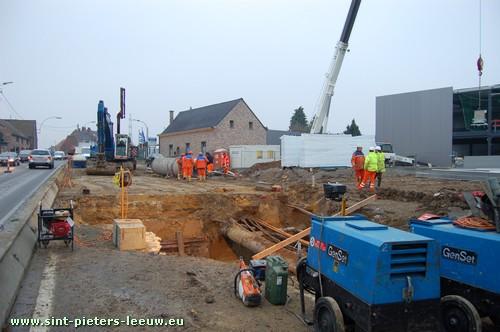 Herstelling waterlek op de N6 Bergensesteenweg in Sint-Pieters-Leeuw