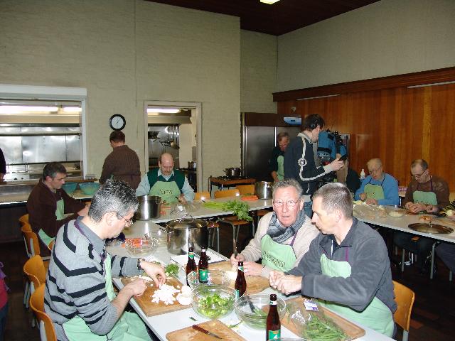 KWB Zuun kooklessen voor mannen - foto archief 2008