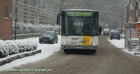 2009-01-05-sint-pieters-leeuw_sneeuw-bus