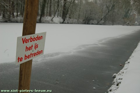 2009-01-05-sint-pieters-leeuw_sneeuw-verboden-op-ijs