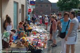 2009-06-13-2de-Leeuw-Rinkt_SINT-PIETERS-LEEUW-8-kinderstraat-rommelmarkt-1