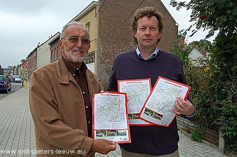Schepen van onderwijs Fons Geeroms en mobiliteitsambtenaar Johan Persoons