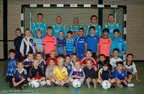 2009-11-04-kv-zuun_indoor-voetbalstage-1b
