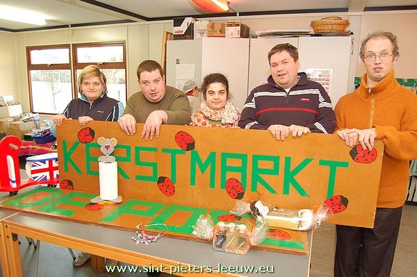 2012-12-11-vzw-de-poel-voorbereiding-kerstmarkt_01