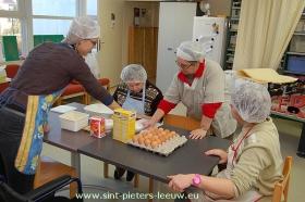 2012-12-11-vzw-de-poel-voorbereiding-kerstmarkt_03