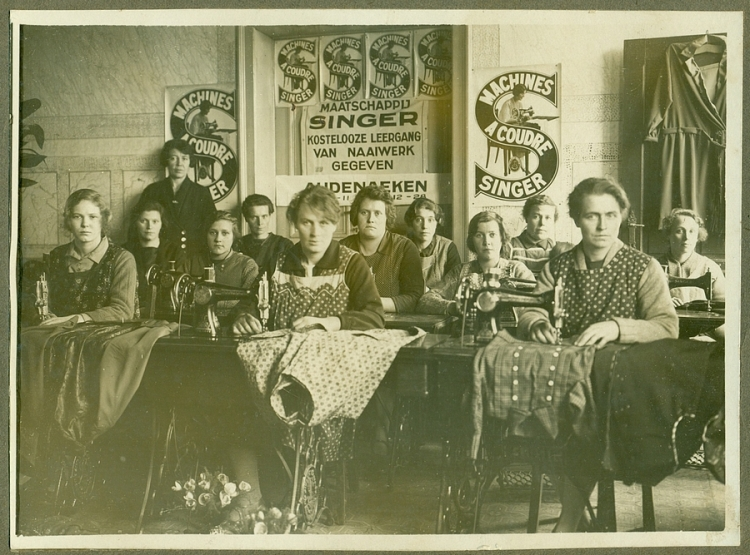 2013-07-31-naaivereniging-Oudenaken-1942