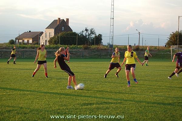 2013-08-05-eerste-training-vrouwenploegen_SK_Leeuw_02