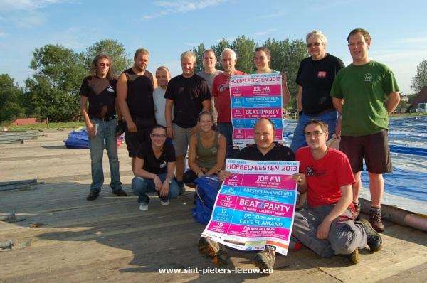 2013-08-09-hoebelfeesten_Vlezenbeek_opbouw-tent_01
