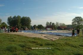 2013-08-09-hoebelfeesten_Vlezenbeek_opbouw-tent_03