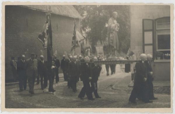 2013-08-28-optocht veteranen 1914-1918 1940 1945 aan De Rink
