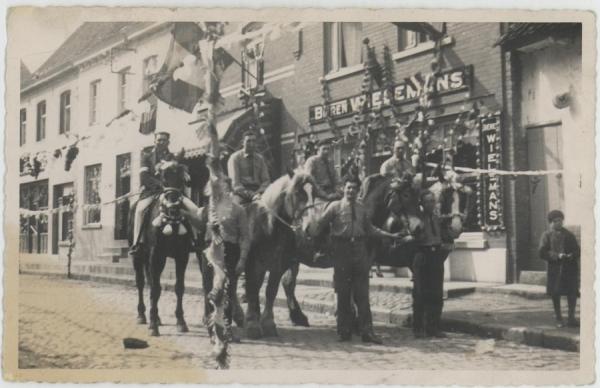 2013-08-28- viering 100 Belgie in 1930 aan De Rink
