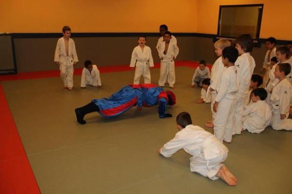 2013-12-04-sint-bezoekt-judoclub_01