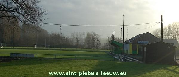 Voetbalveld aan de Fabriekstraat in Ruisbroek.