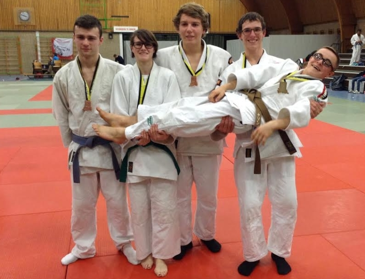 2014-01-26-5-medailles-voor-leeuwe-judoclub