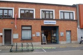 Negenhof_en_bibliotheek_NEGENMANNEKE_SINT-PIETERS-LEEUW