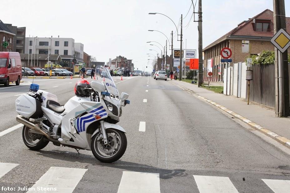 Dsm Keukens Sint Pieters Leeuw : Bergensesteenweg afgesloten door bommelding Sint Pieters