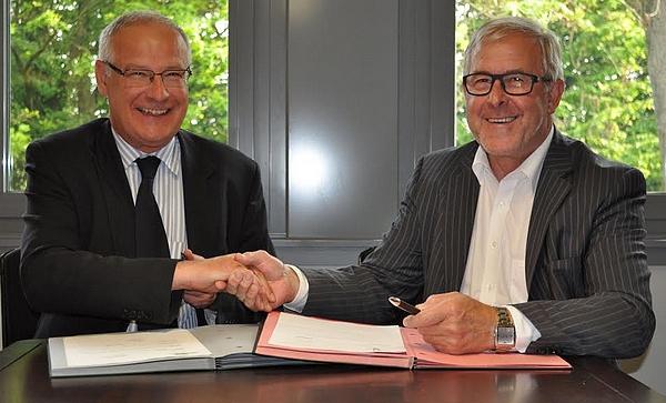 Burgemeester Luc Deconinck en OCMW-voorzitter Paul Defranc.