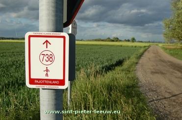 2014-05-07-wandelnetwerk_Pajottenland_738_Sint-Pieters-Leeuw