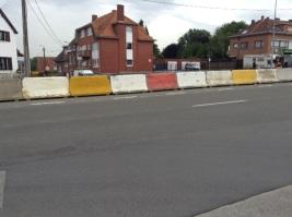2014-05-31-middenberm-betonblokken-bergensesteenweg