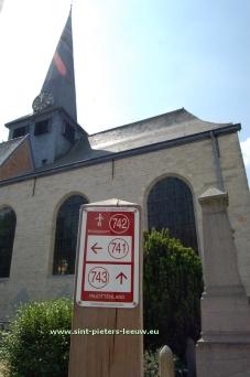 2014-06-01-wandelnetwerk-Pajottenland_Kerk-Vlezenbeek