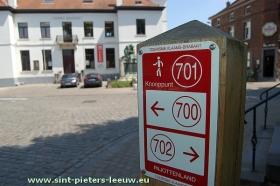 wandelnetwerk-Pajottenland_knooppunt-701_bibliotheek_Sint-Pieters-Leeuw