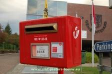 2014-09-18-brievenbus-De-Post_aan_gemeentehuis