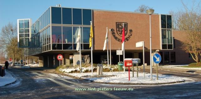 2014-12-28-gemeentehuis-Sint-Pieters-Leeuw_winter