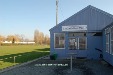 2015-02-13-FC-Negenmanneke-kantine_voetbalveld