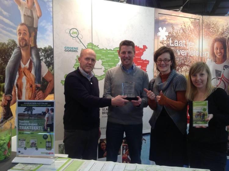 2015-02-28-1wandelnetwerk-Pajottenland_1ste-winnaar-wandelnetwerk-van-het-jaar-Belgie