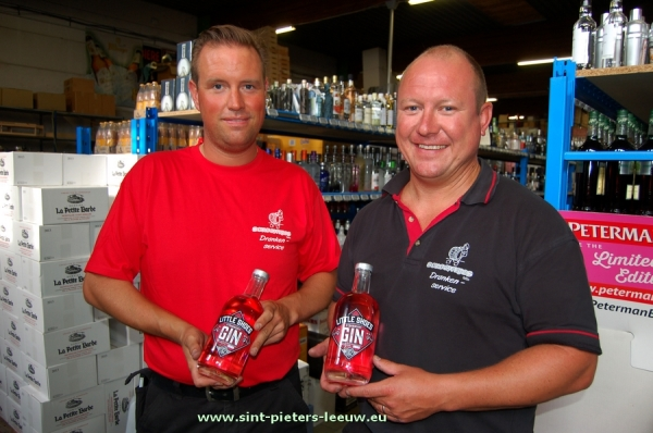 Christophe en Olivier Huygens met hun Little Shoes Strawberry Gin