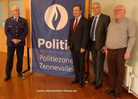 2015-12-09-politiezone_Zennevallei_korpschef-burgemeesters