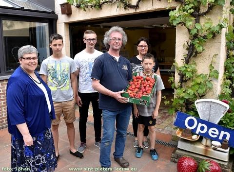 2016-05-16-aardbeienkweker_Vlezenbeek_11