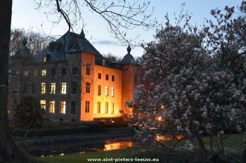 2016-04-16-Coloma-kasteel_Sint-Pieters-Leeuw_bij_valavond