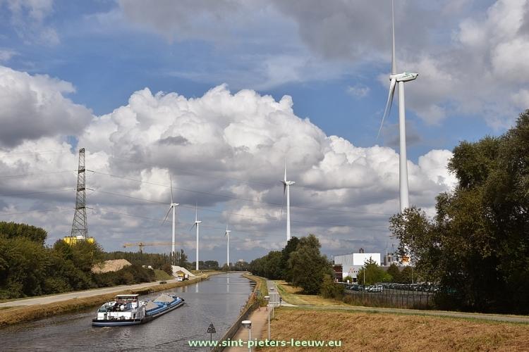 2016-09-01-5-windturbines-kanaal-Brussel-Charlerloi_01