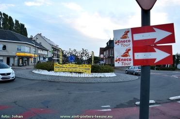2016-09-16-versiering-rotonde-vlezenbeek-enecotour_01