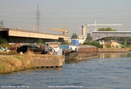 2016-09-27-archieffoto-onbewoonde-woonboot-kanaal-20-09