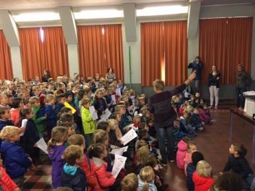 2016-10-05-ave-mariabiasisschool-doet-mee-met-saved-by-the-bell_03