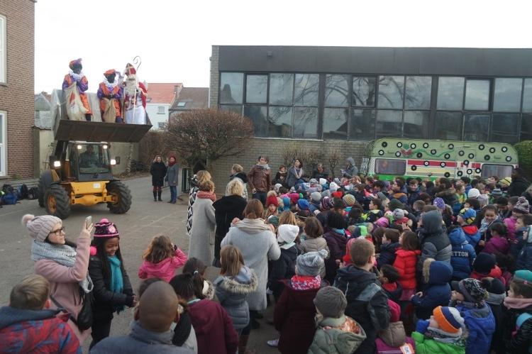 2016-12-06-sintenpiet_sint-lutgardisschool_03