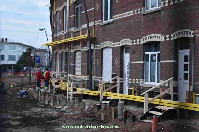 2016-12-16-2016-12-16-wegenwerken_karel-gilsonstraat_gestutte-woningen