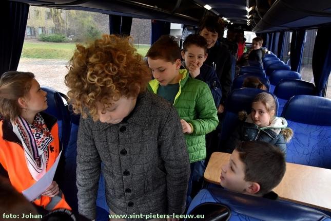 2017-03-15-oefening_bus-evacuatie_Don-Bosco (11)
