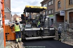 2017-03-17-asfaltering_onderlaag_Karel-Gilsonstraat (17)