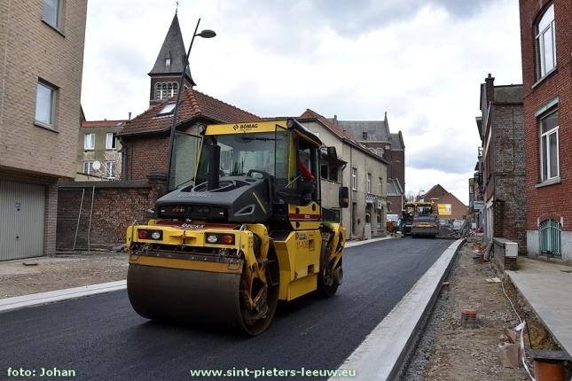 2017-03-17-asfaltering_onderlaag_Karel-Gilsonstraat (4)