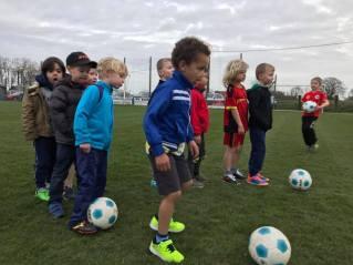 2017-03-17-oefentraining-kleuters_bij_SK-Vlezenbeek_1