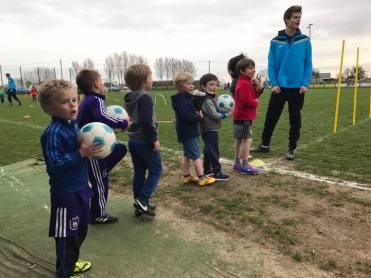 2017-03-17-oefentraining-kleuters_bij_SK-Vlezenbeek_3