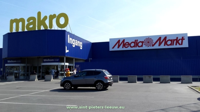 2017-04-18-Mediamarkt_in_Makro_Sint-Pieters-Leeuw_01