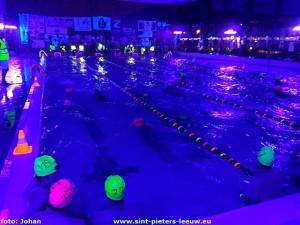 2017-11-18-zwemmarathon_Sint-Pieters-Leeuw_nacht (13)